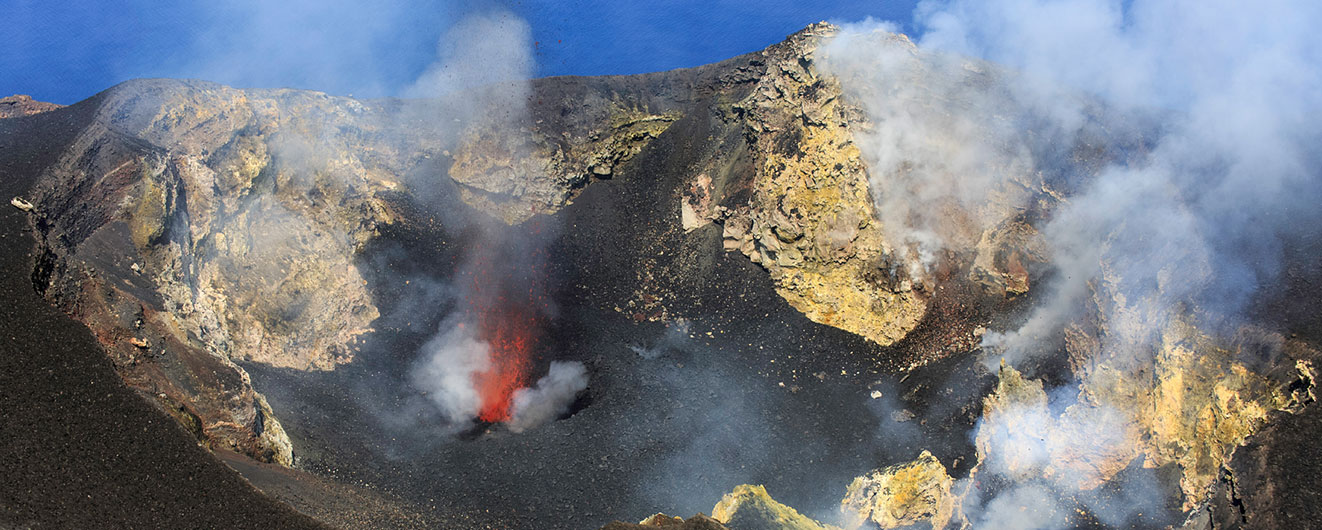 Kráter sopky na Stromboli
